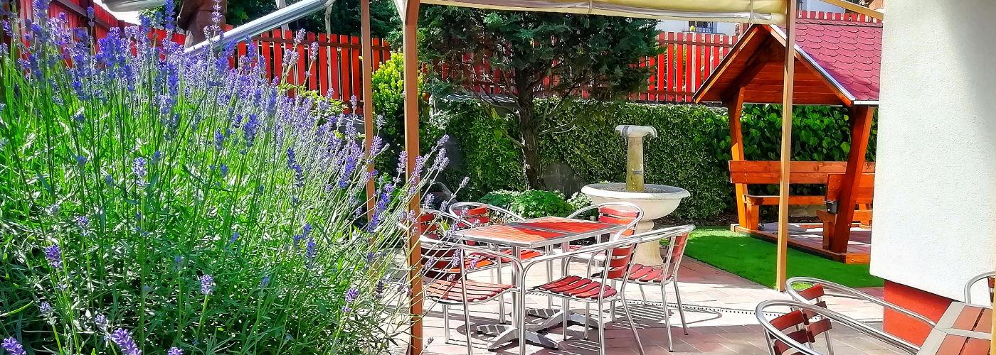 Kép a kerthelyiségről