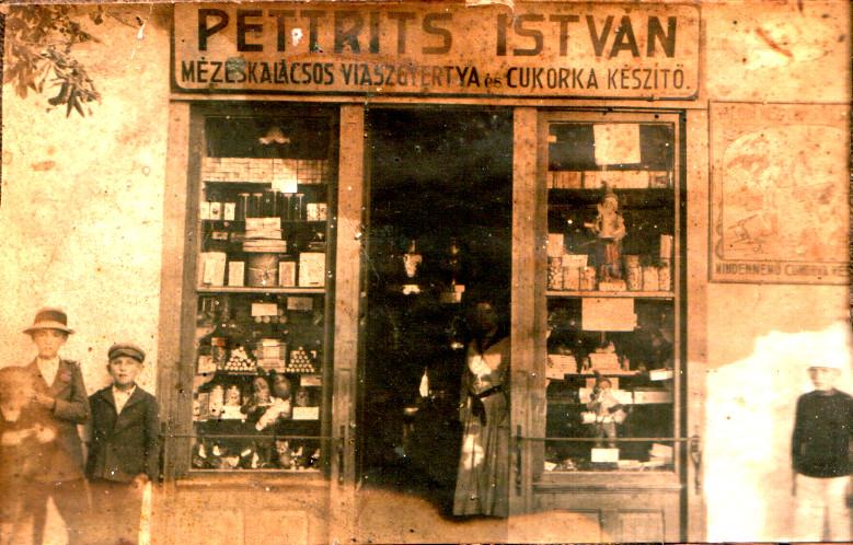Pettrits István mézeskalácsos, gyertyás  és cukorkás boltja a századfordulón, Szekszárdon