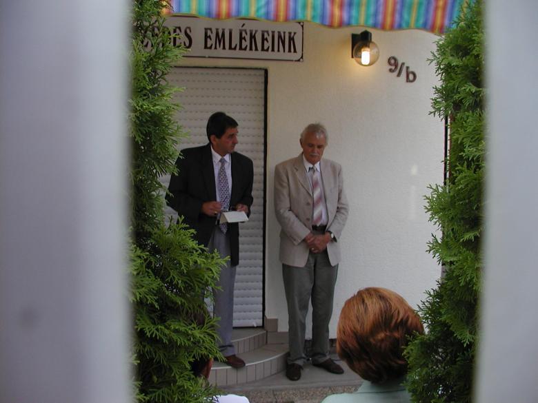 Andrásfalvy Bertalan, Magyarország művelődési és közoktatási minisztere nyitotta meg a Mézeskalács Múzeumot.